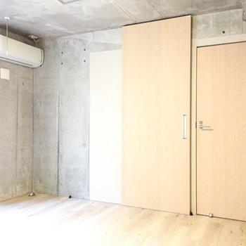 扉をあけて、奥のお部屋へ。