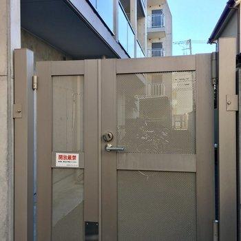 駐輪場も共通のカードキーで開けるので安心です。
