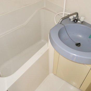 浴槽の大きさは割とゆったりめで安心◎