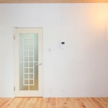この扉もヨーロピアンな雰囲気で◎
