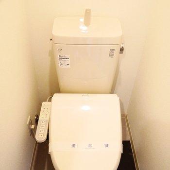 ウォシュレット付きトイレです※写真は別部屋です