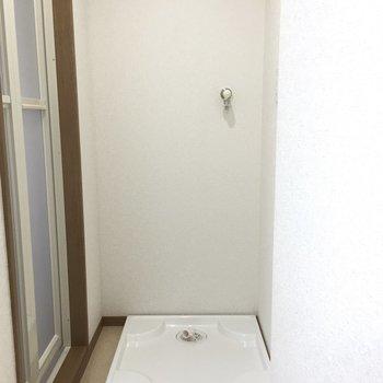 お風呂の前に洗濯機置き場があって便利です。 ※写真は前回募集時のものです