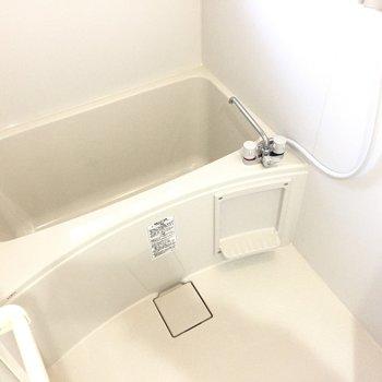 お風呂は真っ白です。 ※写真は前回募集時のものです