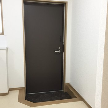 玄関には靴箱がありません。 ※写真は前回募集時のものです