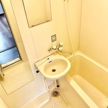 鏡が2つ!2点ユニットなのでお掃除はまとめて。(※写真は清掃前のものです)