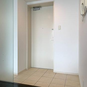 玄関は色で分かれています。そして広い。