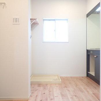 小さなスペースですが、IKEAのワゴンくらいなら置けそうです。