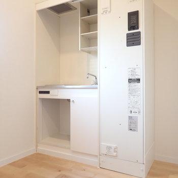 ミニキッチンですが、冷蔵庫を置けるようにしました。※前回、工事したお部屋です。