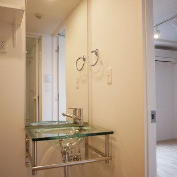 洗面台はスタイリッシュなデサイン!(※写真は3階の同間取り別部屋のものです)