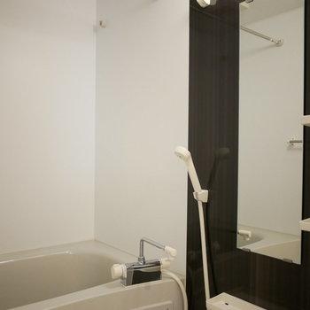浴室は浴室乾燥機付!(※写真は3階の同間取り別部屋のものです)