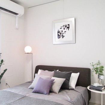 【寝室】セミダブルでも置ける広さです。※写真の家具はサンプルです