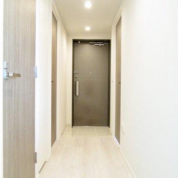 廊下にいきましょう。