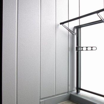 バルコニーでお洗濯物も干せます。