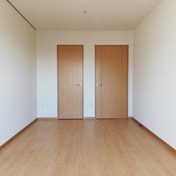 おや、扉が2つ・・・?※写真は16階の同間取り別部屋のものです