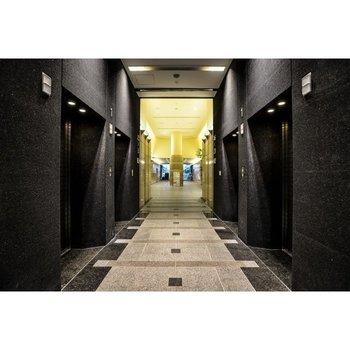 エレベーターは階数によって分かれています※画像はパースです