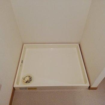 その横に洗濯機置場があります※写真は16階の同間取り別部屋のものです