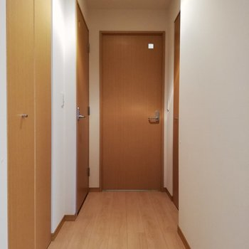 まだまだ扉がたくさんありますね、ワクワク。※写真は16階の同間取り別部屋のものです