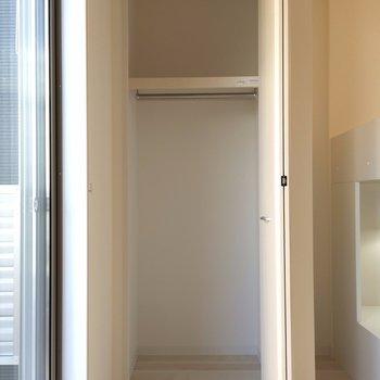 こちらは洋室にあるクローゼットです ※写真は1階の似た間取り別部屋です。