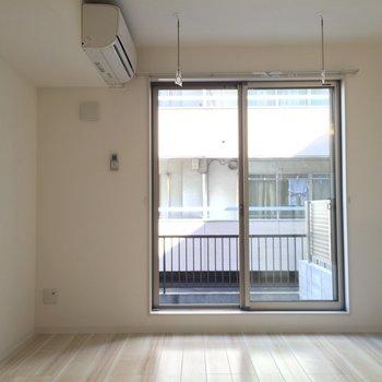 洋室は7.6帖のでコンパクト ※写真は1階の似た間取り別部屋です。