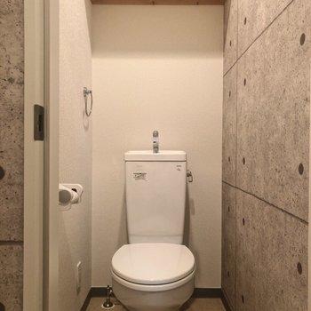トイレの壁もコンクリート!
