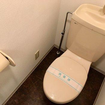 トイレはコンセントがあるので、ウォシュレットの後付けができます。