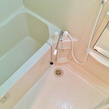 お風呂は蛇口で温度調節を。