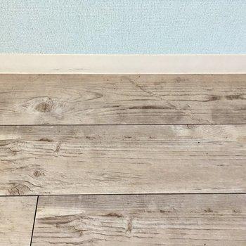 床は木目調のクッションフロア。いい質感。
