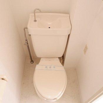 トイレは扉で仕切れます。※写真は1階の同間取り別部屋のものです