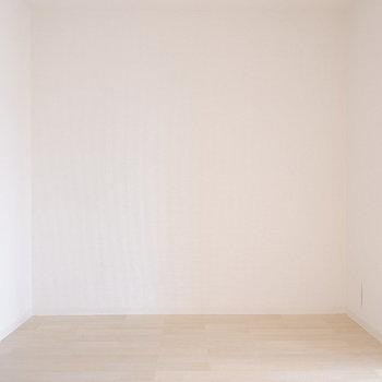 【LDK】こちらにはダイニングテーブルを。※写真は1階の同間取り別部屋のものです