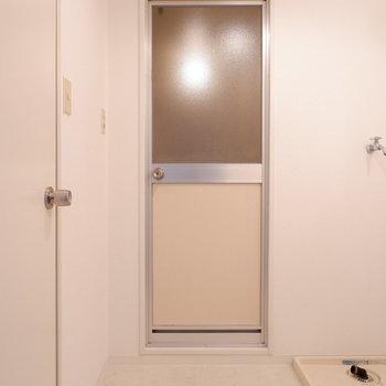 脱衣所もちゃんとありますよ。※写真は1階の同間取り別部屋のものです