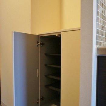 靴箱の上のスペースが以外と便利なんです。