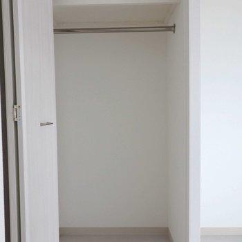 リビング入口すぐにあります。※写真は同間取り別部屋のものです。