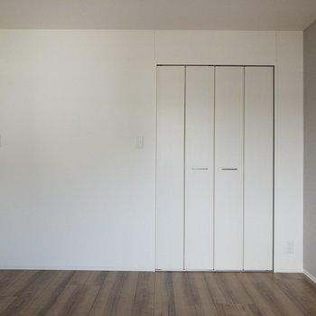 【寝室6.3帖】セミダブルベッドがギリギリ入りそうです。