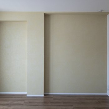 【寝室6.8帖】アクセントクロスは黄緑色です。
