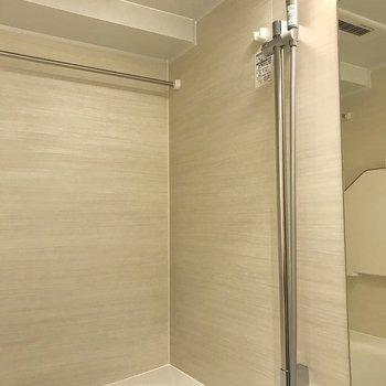 しかも、浴室乾燥付き※写真は1階の反転間取り別部屋のものです