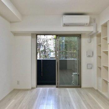 白さ際立つ細長1K※写真は1階の反転間取り別部屋のものです
