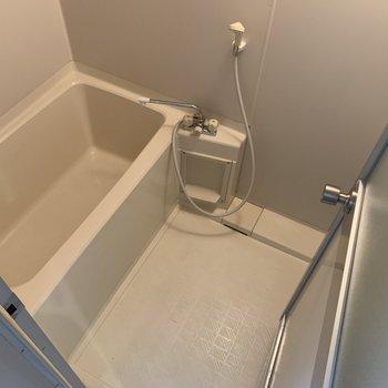 入浴剤いれて、ゆったりと入ってくださいね