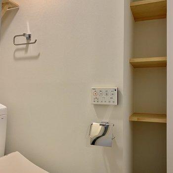 トイレの横にはちょっとした収納も◎