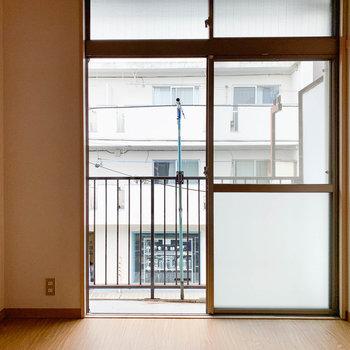 【洋室4.5帖】こちらがもう一つの洋室。寝室や作業部屋に。