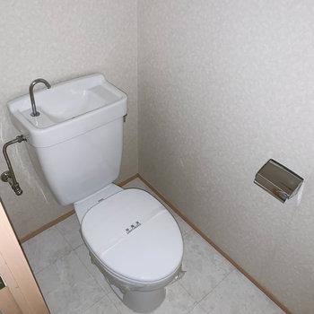 トイレは独立。※フラッシュ撮影をしています