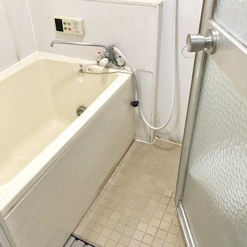 バスルームにも窓があります!