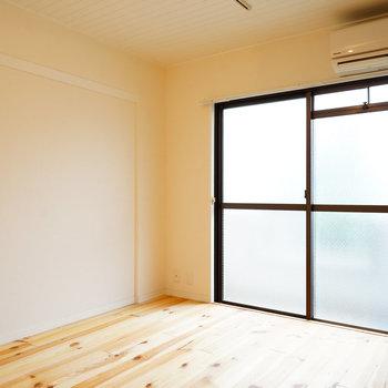 大きな窓で明るい室内◎※写真は前回募集時、反転間取りのものです