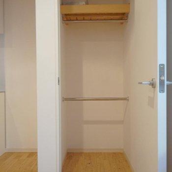 【2階】そしてクローゼット。※写真は同間取り別部屋のものです。