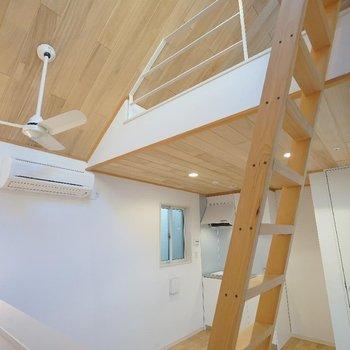 【2階】尖ってますけど温かみがあるんです。※写真は同間取り別部屋のものです。