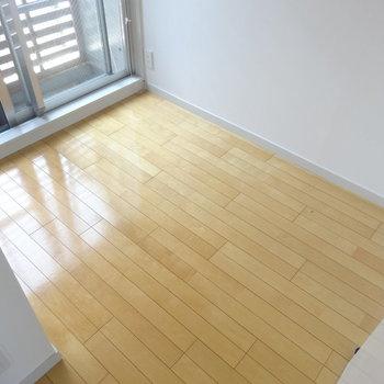 コンパクトなベッドスペース! ※写真は3階の同間取り別部屋のものです。