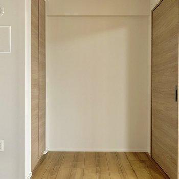 【LDK側4.5帖】奥には収納が!※写真は4階の同間取り別部屋のものです