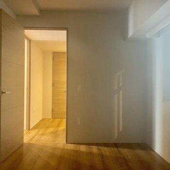 【4.5帖】マットを敷けば、転んでも安心!※写真は7階の同間取り別部屋のものです