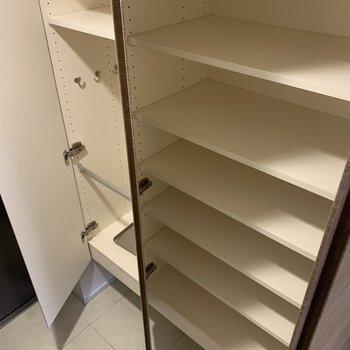 靴はあまり増やしすぎないようにご注意を〜※写真は7階の同間取り別部屋のものです