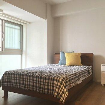 【6.5帖洋室】コチラはお父さんお母さんの寝室に!※写真は5階の反転似た間取りの別部屋のものです