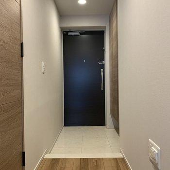 玄関周りだってほら、こんなにゆったり。※写真は4階の同間取り別部屋のものです